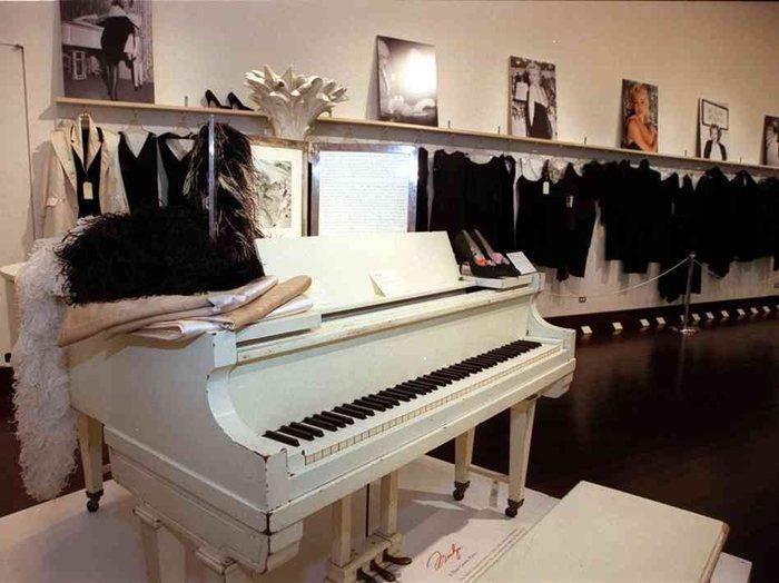 Marilyn Monroe's Baby Grand Piano-wealthyvoice